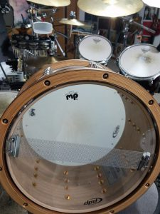 A snare drum resonant head